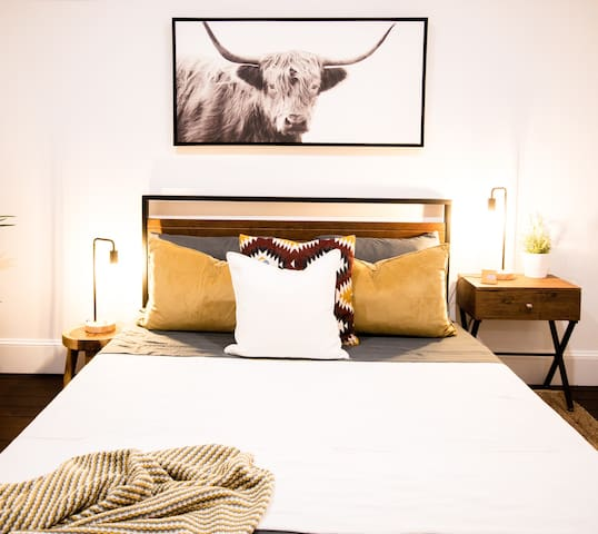 BoHo CHIC DECOR BEDROOM - 25MINS FROM NYC
