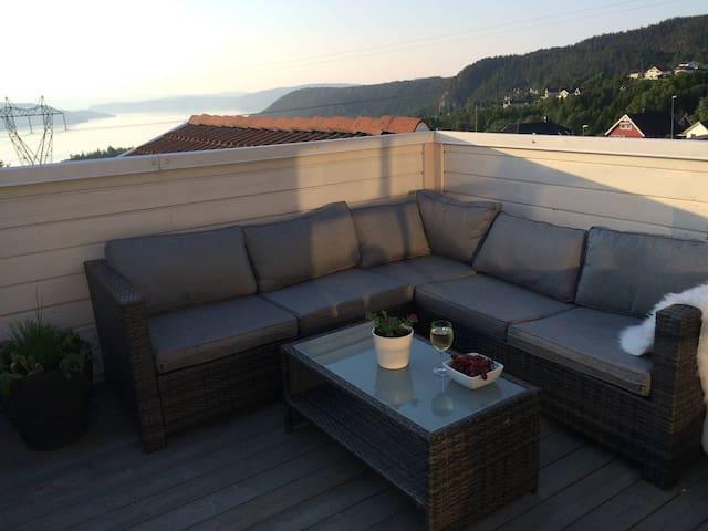 Moderne leilighet med sjøutsikt - Hurum - Appartement