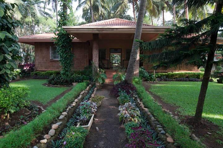 Indo-Portuguese 3 BHK Bungalow with garden @ Parra - Parra - Bungalow