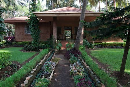 Indo-Portuguese 3 BHK Bungalow with garden @ Parra - Parra - Бунгало