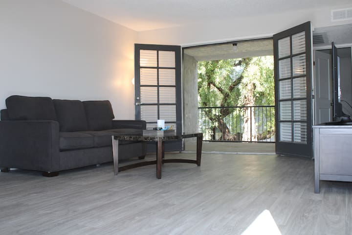 Breezy 1 Bedroom Apartment Close To ASU