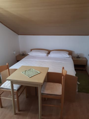 "Room and kitchen for 2  near NP and beach ""MAĆA"""