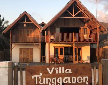 Fully staffed Rote beachfront villa