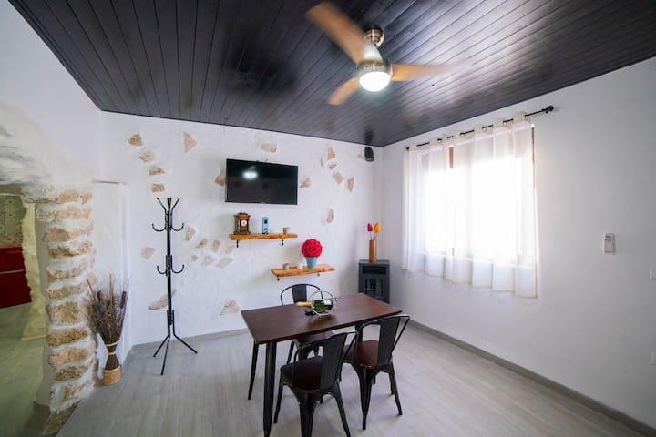 Apartamento cueva con bañera hidromasaje redonda