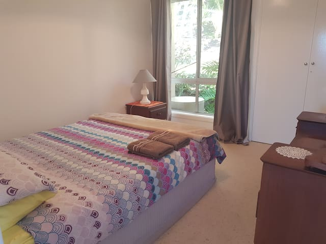 2nd bedroom with queen bed and Fan (spare blankets/Doonas in wardrobe)