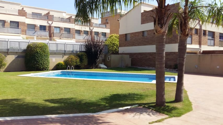 Townhouse in Calafell,10' beach - Calafell - Hus