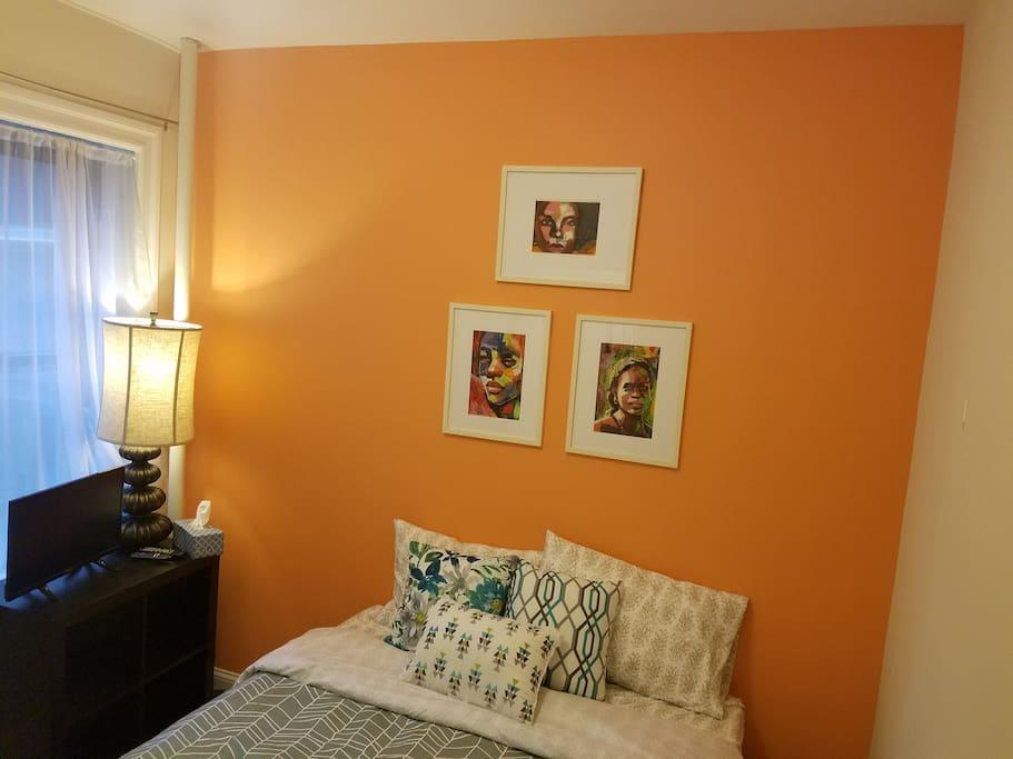 Bedroom with queen sized memory foam mattress