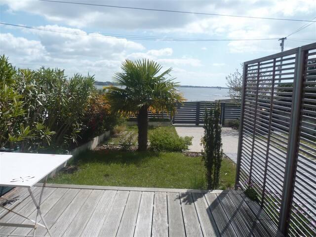 Appartement T2 + terrasse privative face à la mer - Larmor-Plage - Apartemen