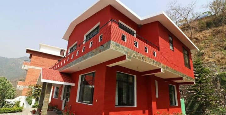 2 Villas with 8 bedroom - 15 minutes from Nainital