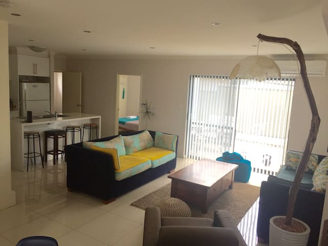 Room with Ensuite in Modern House - East Victoria Park - Talo
