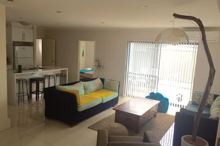 Room with Ensuite in Modern House - East Victoria Park - Casa
