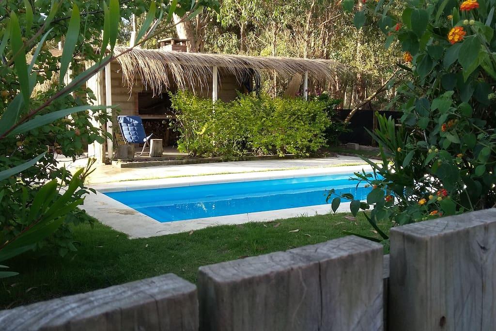Parrillero techado con piscina