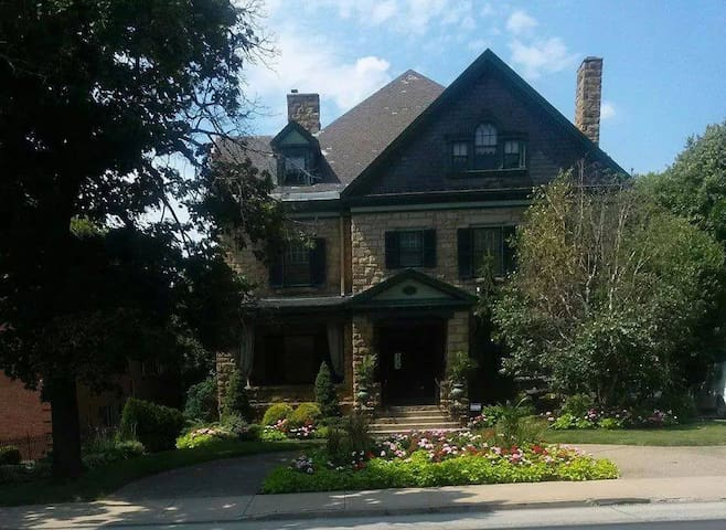 Wonderful Historic Home - 匹茲堡 - 家庭式旅館