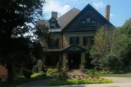 Wonderful Historic Home - Pittsburgh