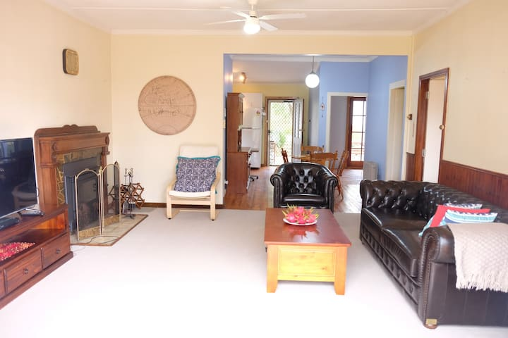 Relax in our comfy cottage! - Mount Victoria - Casa