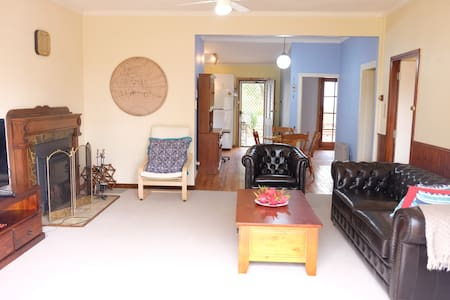 Relax in our comfy cottage! - Mount Victoria