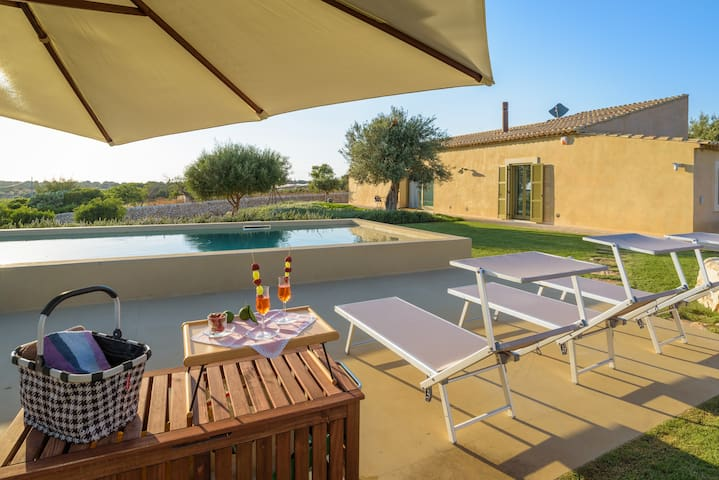 Psyke, villa with pool near the golf courses