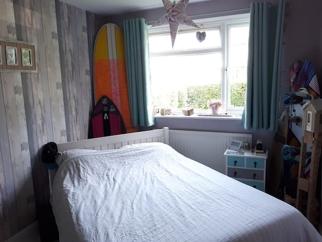 Beautiful beach inspired 1 bed, close to seafront
