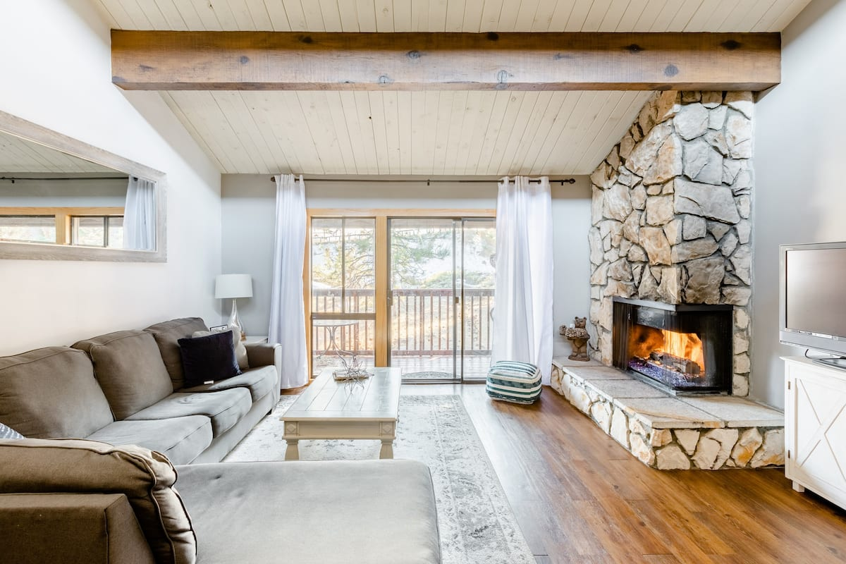 Remodeled Snow Summit Cabin Feet From Slopes