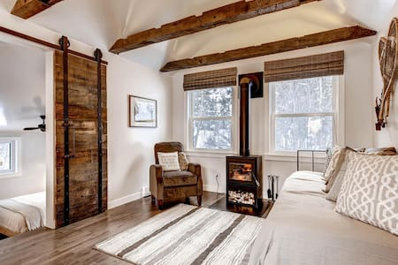 Claim Jumper Creekside Refined Rustic Chic Cabin - Idaho Springs