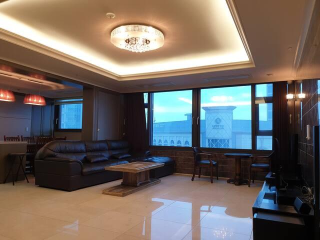 Luxury APT 3R/Lotte Mall 5min 주상복합 47평/upsquare근처