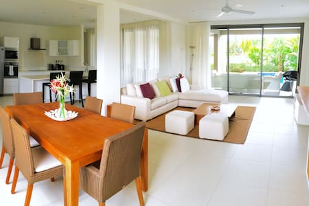 West Island Resort and Spa, sunset block apartment - Black River