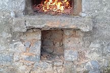 Outdoor wood oven, free to use