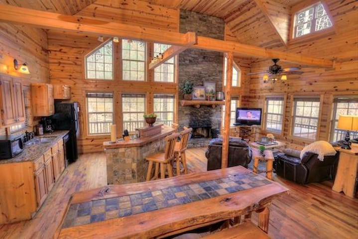 Lovely Cabin with Private Waterfall - Cleveland - Andre