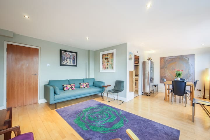 Large, Luxurious, CENTRAL, Private Terrace - For 6