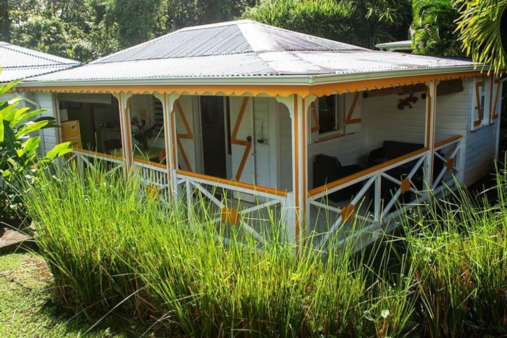 Grenada est dans un jardin tropical