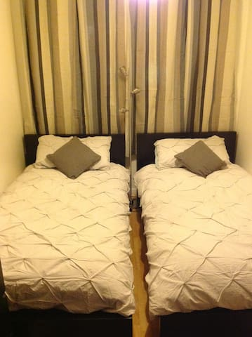 Cosy twin room in central flat - Edimburgo - Bed & Breakfast