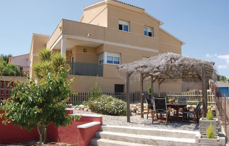 Holiday cottage with 4 bedrooms on 170 m² in Segur de Calafell