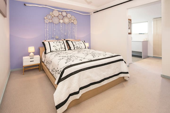 Room 3 in a 5-bedroom farmhouse, luxury ensuite