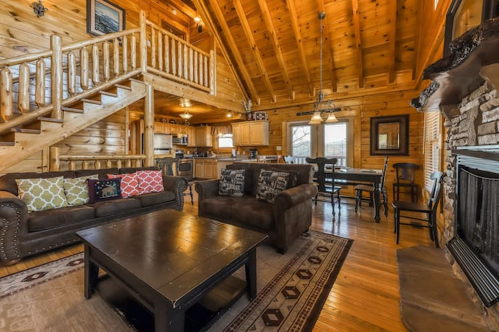 Valley view cabin with a hot tub, game room & community pool!