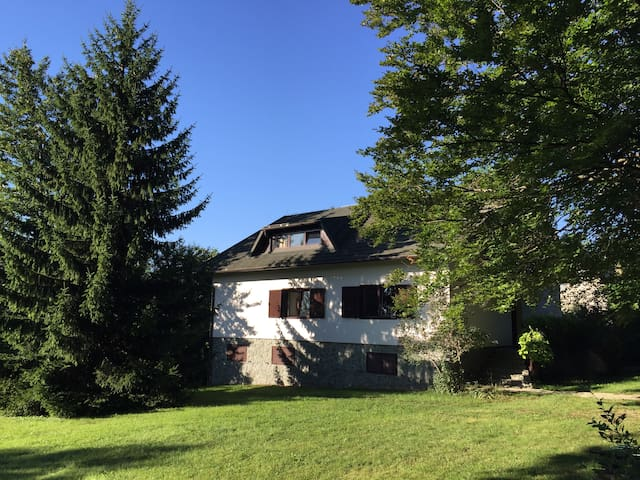 Villa Mukinja - 1/3 Room - Few Min from Plitvice