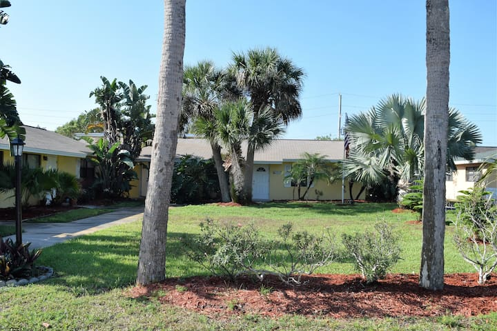 Cozy Condo Steps From the Beach - Indialantic - Byt