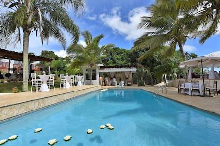 Villa Bonita, private pool & jacuzzi,  sleeps 50 - Isabela