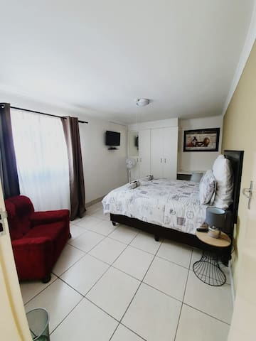 Intimate Cottage 7min to OR Tambo