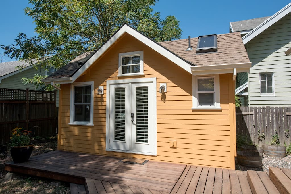 Romantic Garden Cottage In The Heart Of Richmond Guest Suites For Rent In Portland Oregon