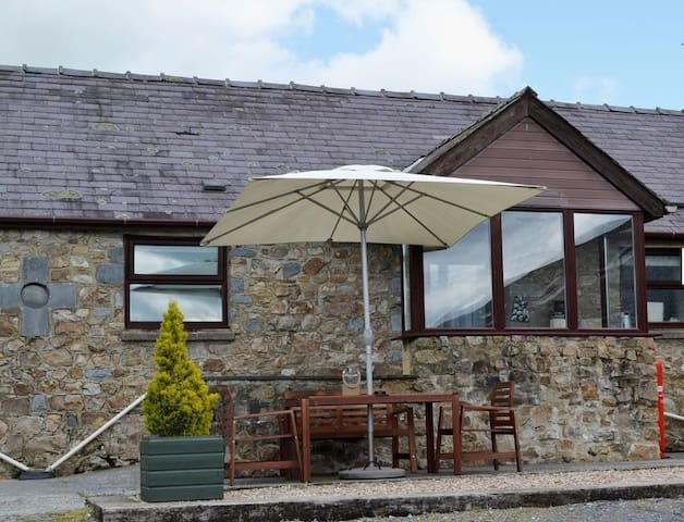 THE BUTTERY - Coastal Wood Holidays - Near Tenby - Pendine