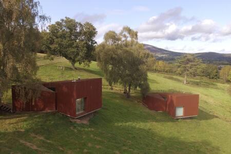 Deluxe Cabins Glencomeragh 2