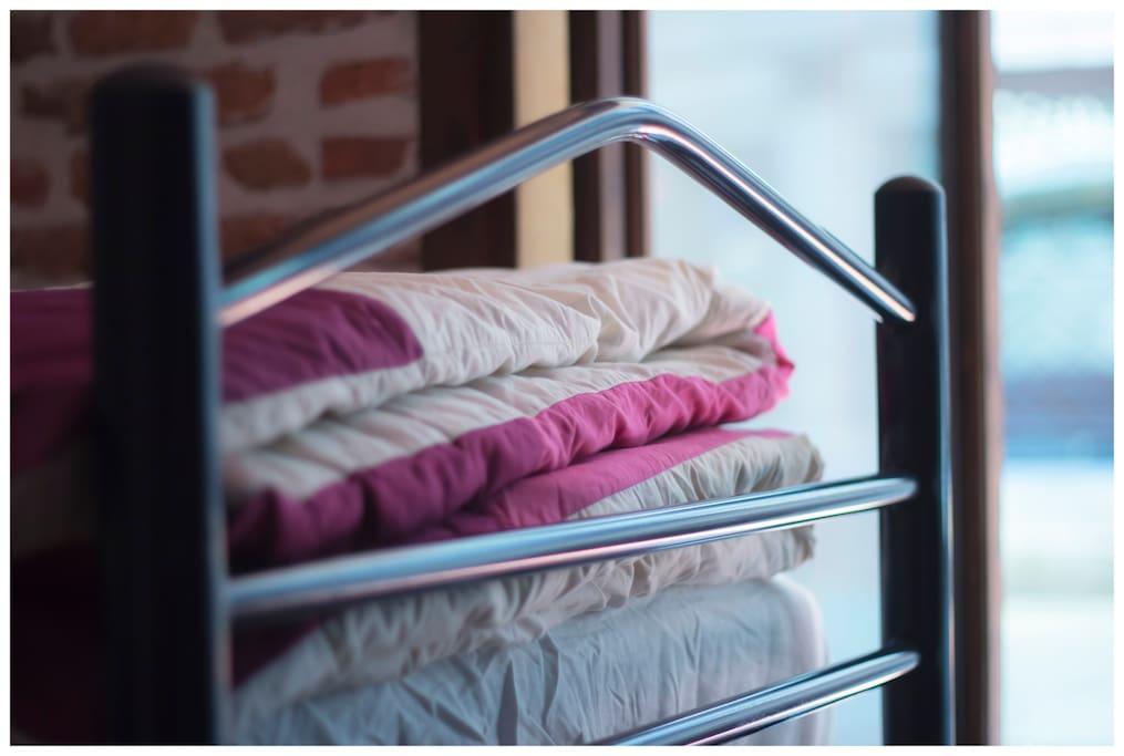 Habitaci n turistica puerta del sol 6 camas hostales en alquiler en madrid comunidad de - Hostales en madrid puerta del sol ...