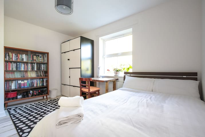 Bright, spacious,lovely double room - Londres