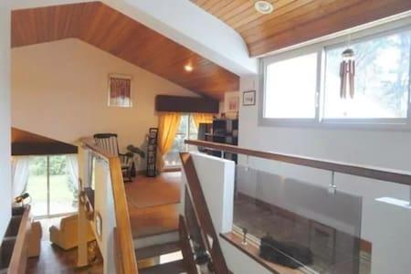 Chambres dans charmante maison d'architecte - Landeronde
