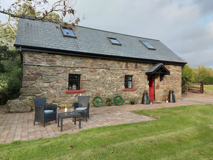 Cosy Country Cottage near Lough Derg, Dogs welcome