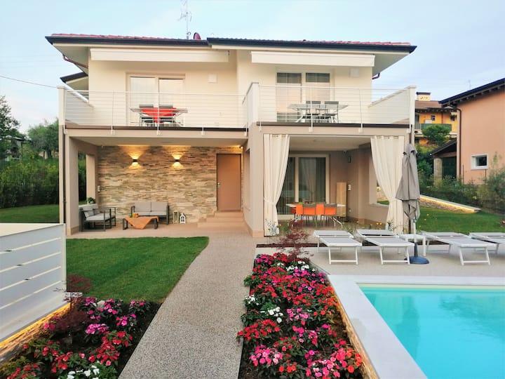 "Charming Apartment ""IRIS"" with pool."