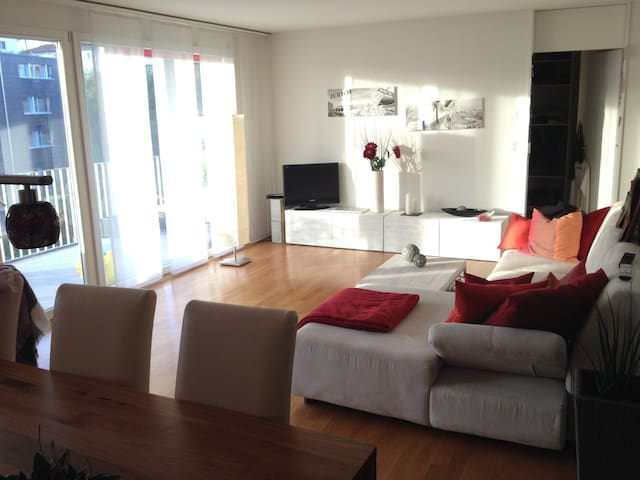 1 room with a double-bed - Wetzikon - Apartamento