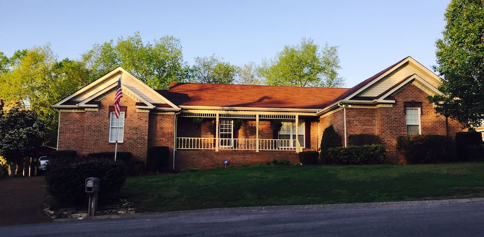 Spacious Home Next to the Airport and Lake - Nashville - Casa