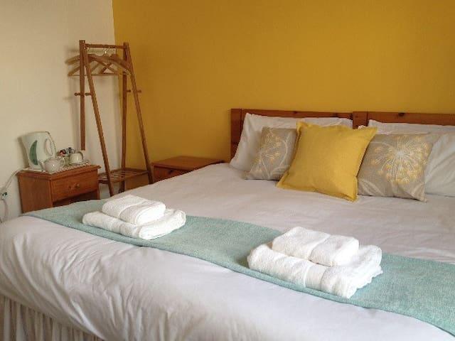 Kingsize or Twin Room - Pitlochry - Bed & Breakfast