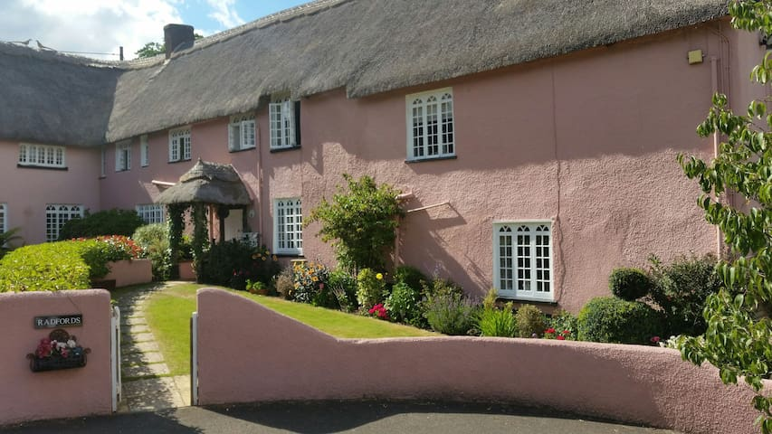 En-suite Bedroom Thatched Cottage - Dawlish - Maison